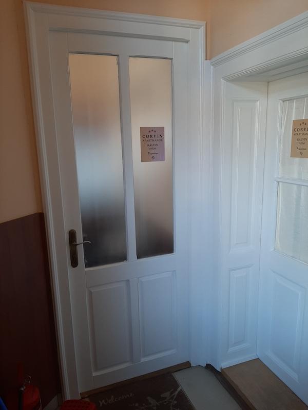 apartman belsó ajtó festés